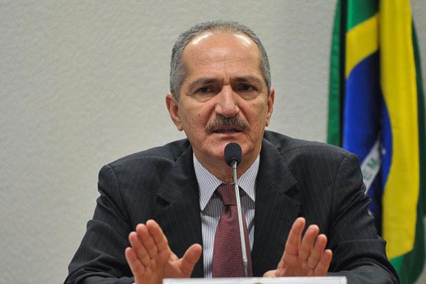 O ministro do Esporte, Aldo Rebelo, participa de audi�ncia p�blica na Comiss�o de Educa��o, Cultura e Esporte do Senado. Foto: Antonio Cruz/Ag�ncia Brasil