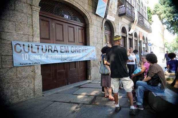 Servidores do Minist�rio da Cultura, que est�o em greve desde o dia 12, fazem ato em frente ao Pal�cio do Catete, na zona sul do Rio. Foto: Tomaz Silva/Ag�ncia Brasil