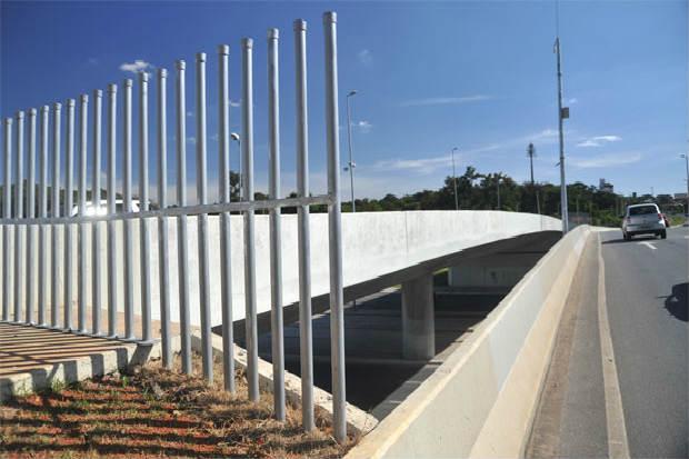 O pontilh�o est� com barras de ferro h� cerca de um m�s. Foto: Leandro Couri/EM/DA Press  (Leandro Couri/EM/DA Press )