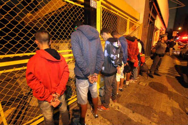 Pessoas foram detidas devido a furtos e arrast�es. Foto: Cristiano Novais/Ag�ncia Estado