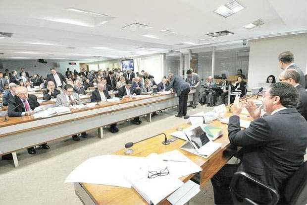 Na CCJ, o relator, Vital do R�go (D), rejeitou duas emendas que tentavam beneficiar outras categorias. Foto: Geraldo Magela/Ag�ncia Senado (Geraldo Magela/Ag�ncia Senado)