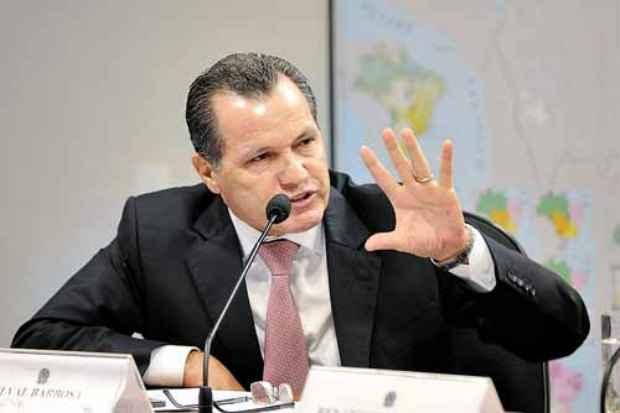 O governador Silval foi detido por portar uma pistola calibre .380 com registro vencido: fian�a de R$ 100 mil. Foto: Marcos Oliveira/Ag�ncia Senado (Marcos Oliveira/Ag�ncia Senado)