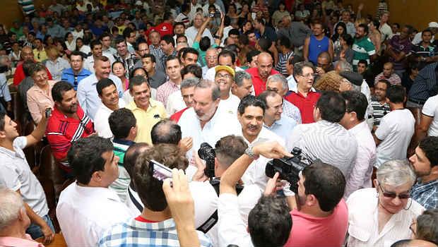 Pr�-candidatos da oposi��o t�m circulado por v�rias cidades para reunir propostas para o programa de governo (Alexandre Albuquerque/Divulga��o)