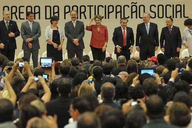 Presidenta Dilma Rousseff participa da cerim�nia de lan�amento da Pol�tica Nacional de Participa��o Social e da entrega da 5� edi��o do Pr�mio ODM Brasil. Foto: Antonio Cruz/Ag�ncia Brasil
