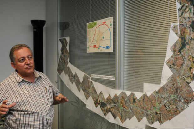 Secret�rio Fabr�cio Torres: complemento do projeto ser� entregue em 20 dias (T�lio Santos/EM/D.A Press)