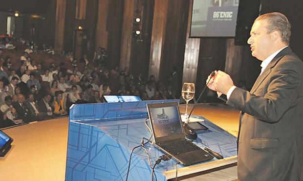 Socialista prometeu construir quatro milh�es de moradias caso seja eleito (Leo Iran/Divulga��o)