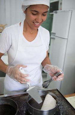 Marlene comanda o negócio sozinha. Foto: Maíra Cabral / Portal Uai