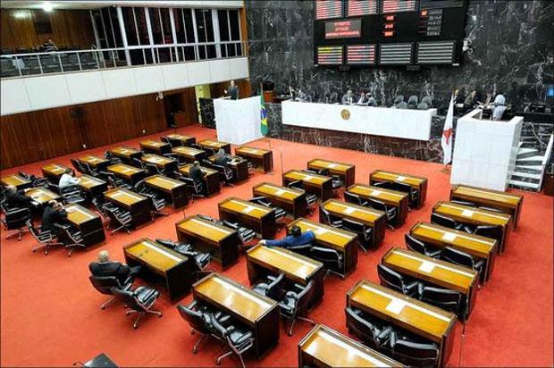 Dezessete das cobi�adas cadeiras da Assembleia n�o ser�o disputadas pelos bem votados deputados que as conquistaram nas elei��es de 2010. Objetivo agora � transferi-las para aliados. Foto: Glaydson Rodrigues/EM/D.A. Press