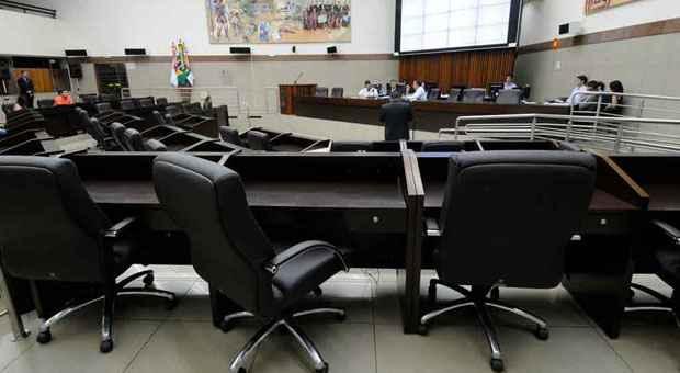 Sess�o para tratar das finan�as da C�mara de BH durou meia hora. O plen�rio ficou praticamente vazio. Foto: Beto Novaes/EM/D.A. Press