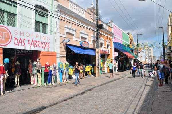 Rua Grande teve baixo movimento e algumas lojas fecharam mais cedo. Foto: Karlos Geromy/OIMP/D.A. Press
