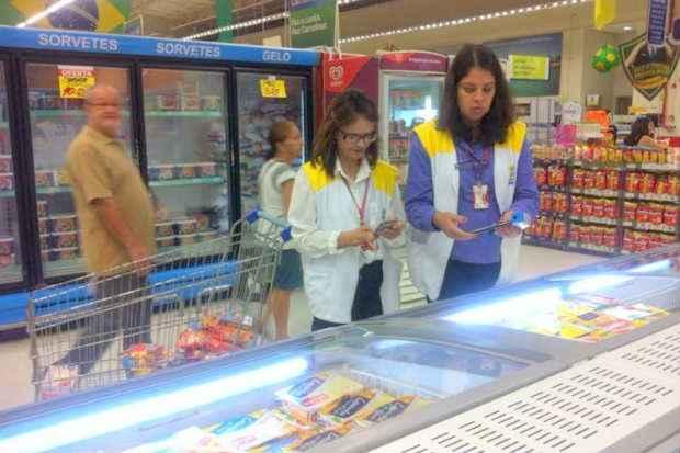 Unidade do Carrefour de Boa Viagem foi alvo de fiscaliza��o e teve a loja interditada por tr�s dias (Secretaria de Sa�de do Recife/Divulga��o)