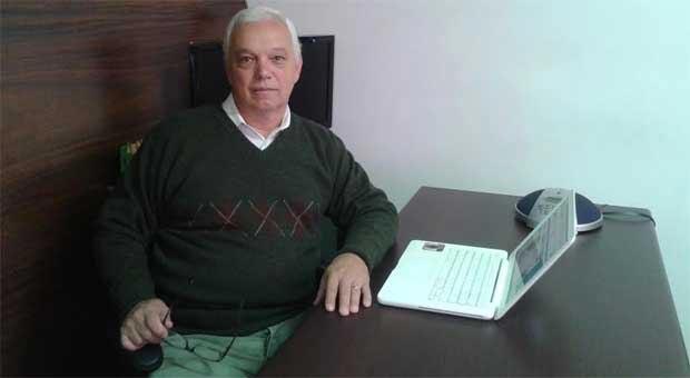 Veterano, o gerente comercial Jo�o de Barros Neto, de 65 anos, compra pela internet h� pelo menos seis anos: 'Compro de tudo sem sair da cadeira' (Arquivo pessoal)