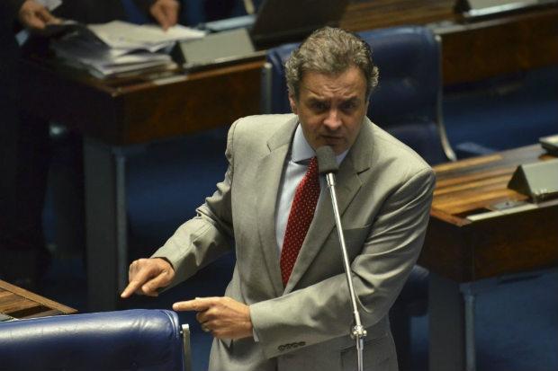 O senador mineiro tamb�m prometeu criar uma secretaria para