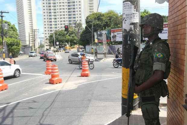 Para que o Ex�rcito fa�a as mesmas atividades que a Pol�cia Militar, o governador Geraldo Alckmin (PSDB) teria de pedir autoriza��o para a presidente Dilma Rousseff. Foto: Alberto Coutinho/GovBa (Alberto Coutinho/GovBa)