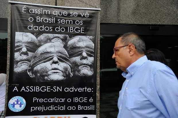 Manifesta��o dos funcion�rios do IBGE pela autonomia t�cnica e democratiza��o do �rg�o. Foto: T�nia R�go/Ag�ncia Brasil