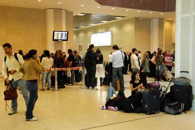 O Aeroporto Santos Dumont chegou a ficar fechado para pousos e decolagens, devido ao mau tempo. Foto: Jos� Lucena/Futura Press/Estad�o Conte�do