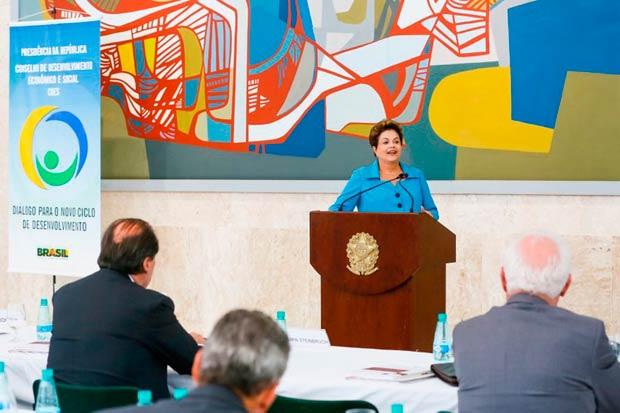 Presidenta Dilma Rousseff durante a 43� Reuni�o Ordin�ria do Pleno do Conselho de Desenvolvimento Econ�mico e Social (CDES). Foto: Roberto Stuckert Filho/PR