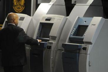 Bancos devem substituir caixas eletr�nicos aos poucos por modelos que dispensam envelopes. Foto: Carlos Moura/CB/D.A Press (Bancos devem substituir caixas eletr�nicos aos poucos por modelos que dispensam envelopes. Foto: Carlos Moura/CB/D.A Press)