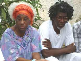 Filha e neto do artista. Foto: Marilda Borges/Divulgação