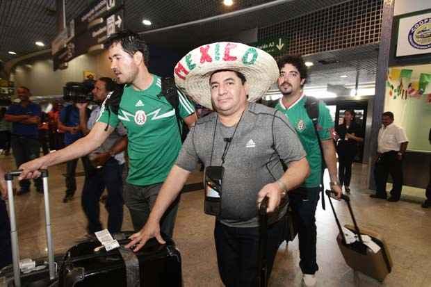 Mexicanos chegaram confiantes, animados e barulhentos para a acompanhar os jogos do M�xico no Nordeste. Foto: Alcione Ferreira/DP/D.A Press