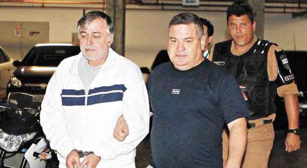 Paulo Roberto Costa, quando chegava a Curitiba, na primeira vez em que foi preso, em mar�oFoto: Ivonaldo Alexandre/Ag�ncia de Not�cias