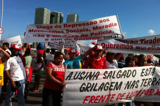 Manifestantes ensaiaram um protesto, mas dispersaram ap�s reuni�o com representante da Presid�ncia. Foto: Aline Moura/DP/D.A Press (Aline Moura/DP/D.A Press)