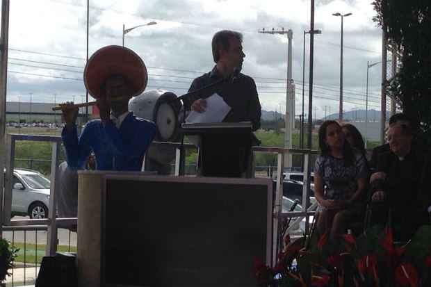 (Ministro Artur Chioro ressalta investimentos de Dilma em Caruaru. Cr�dito: Blog de M�rio Fl�vio/Divulga��o)