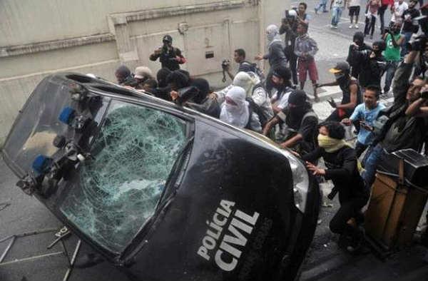 Manifestantes foram presos durante protesto de quinta-feira - Foto: Leandro Couri/EM/D.A Press (Leandro Couri/EM/D.A Press)