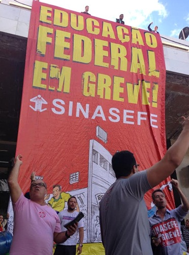 Manifestantes na Rodovi�ria do Plano piloto. Foto: Carlos Ferreira/CB/D.A Press