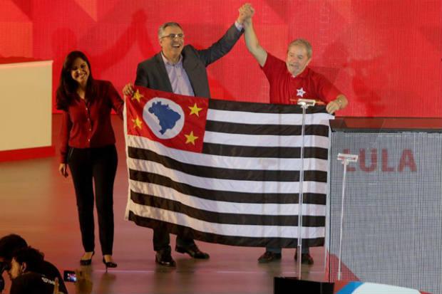 Padilha e Lula na conven��o do PT em S�o Paulo: na falta de Dilma, ex-presidente deu o tom do discurso. Foto: Paulo Pinto/Analitica (Paulo Pinto/Analitica)