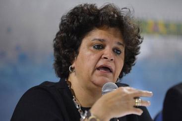 A ministra do Meio Ambiente, Izabella Teixeira, entrega certificados a representantes de projetos reconhecidos pelo programa Dryland Champions, no Dia Mundial de Combate � Desertifica��o. Foto: Elza Fi�za/Ag�ncia Brasil