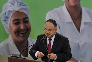 Ministro Henrique Paim, anuncia a segunda etapa do Pronatec, que vai ofertar 12 milh�es de vagas em 220 cursos t�cnicos de n�vel m�dio e em 646 cursos de qualifica��o, a partir de 2015. Foto: Antonio Cruz/Ag�ncia Brasil
