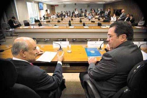 Jos� Pimentel e Vital do R�go, na reuni�o da CPI da Petrobras no Senado: cinco presentes e ataques a Jos� Jorge, do TCU. Foto: Marcelo Camargo/Ag�ncia Brasil (Marcelo Camargo/Ag�ncia Brasil)