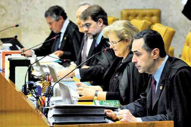 Luis Roberto Barroso (D) pretende zerar pend�ncias do mensal�o at� o in�cio do recesso, em 1� de julho. Foto: Carlos Moura/CB/D.A Press  (Carlos Moura/CB/D.A Press )