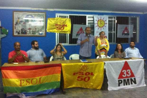 A coliga��o homologou a candidatura de Z� Gomes (ao microfone) ao governo do estado. Foto: Cl�udia Ferreira/Esp. DP/D.A Press