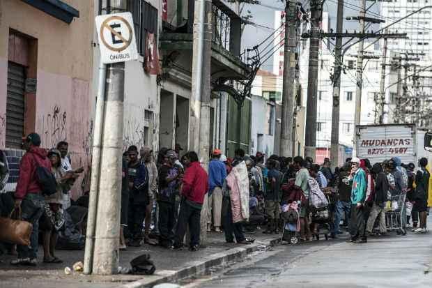 Em dezembro, dezenas de barracos, a maioria de usu�rios de crack, foram montados na regi�o da Alameda Dino Bueno. Foto: Marcelo Camargo/Ag�ncia Brasil (Marcelo Camargo/Ag�ncia Brasil)