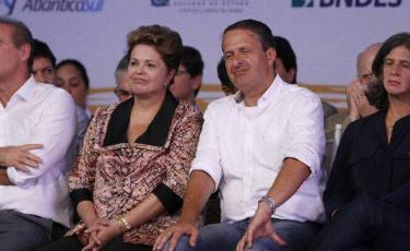 Apesar de afirmar, constantemente, que o Brasil cansou do PT, Eduardo aliou-se a Lindbergh Farias, no Rio de Janeiro, que � petista e vai apoiar a reelei��o de Dilma. Foto: Blenda Souto Maior/DP/D.A Press (Blenda Souto Maior/DP/D.A Press)
