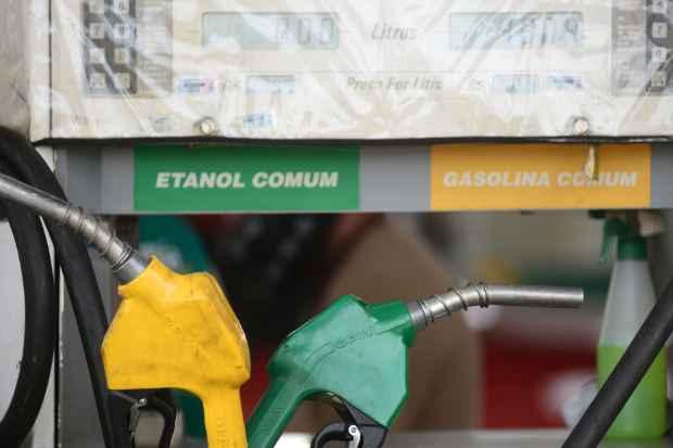 Mistura do etanol na gasolina, de 25%, pode aumentar para atender ao setor sucroalcooleiro.Foto:Ed Alves/CB/D.A Press