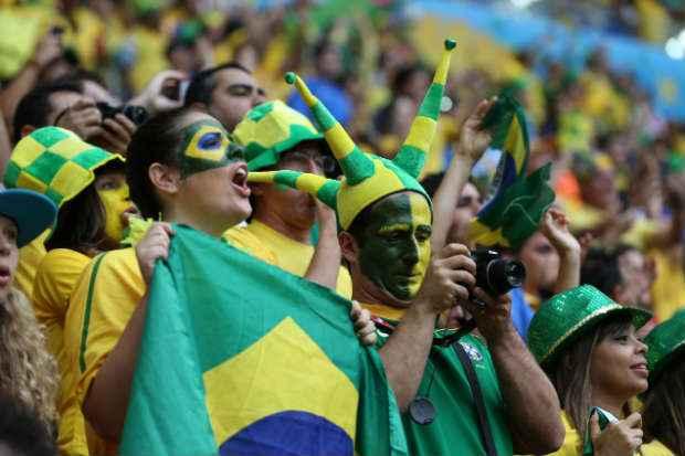 O envio de fotos via telefonia e o total de liga��es realizadas durante jogos da Copa do Mundo 2014 bateram recorde na partida entre Brasil e Camar�es. Foto: Carlos Silva/CB/D.A Press