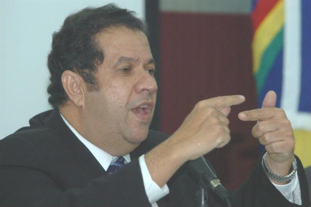Presidente nacional do PDT diz que nome de Paulo Rubem � lembrado por conta da experi�ncia (Jaqueline Maia/DP/D.A Press)