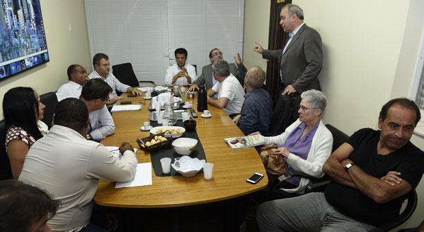 J�lio Delgado (em p�), deu lugar ao pai na disputa. Decis�o de n�o apoiar PSDB irritou Kalil (D), que desistiu de concorrer a qualquer cargo. Foto: Juarez Rodrigues/EM/D.A. Press
