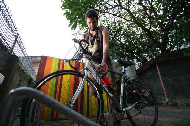 Alexandre Lins considera que o espaço para bikes deixa o estabelecimento com uma imagem muito positiva. Foto: Paulo Paiva/DP/D.A Press