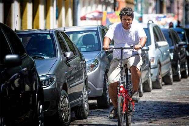 O ciclista Enio Paipa usa uma bicicleta dobrável até para percorrer longas distâncias. Foto: Alex Ribeiro/Divulgação