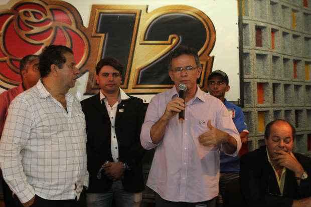 Apag�o aconteceu durante discurso do ex-prefeito de Carpina Manuel Botafogo. Foto: do ex-prefeito de Carpina Manuel Botafogo (Edvaldo Rodrigues/DP/D.A Press)