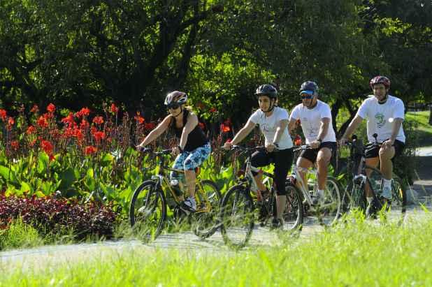 Grupos de ciclismo são uma boa opção para quem quer interagir, se exercitar e obter mais prática no pedal. Foto: Arthur de Souza/DP/DA Press/Arquivo