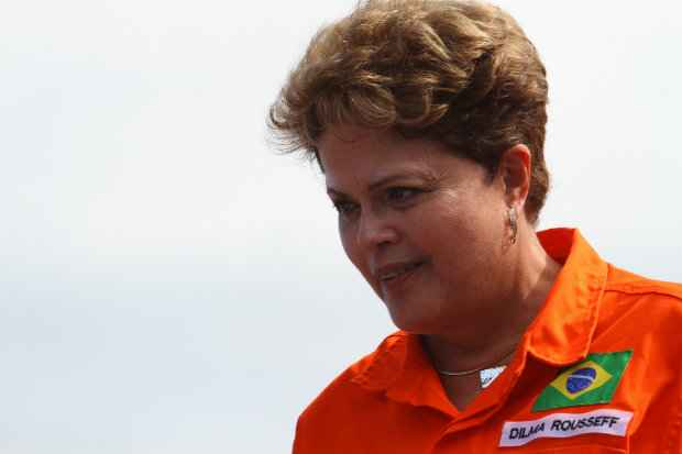 A presidente Dilma Rousseff durante entrega do Drag�o do Mar, terceiro navio construido pelo Estaleiro Atl�ntico Sul (EAS) em Pernambuco.Foto: Paulo Paiva/DP/D.A.Press