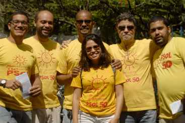 Chapa do PSOL/PMN fez campanha na manh� deste domingo no Parque da Jaqueira. Foto: PSOL/Divulga��o (Chapa do PSOL/PMN fez campanha na manh� deste domingo no Parque da Jaqueira. Foto: PSOL/Divulga��o)