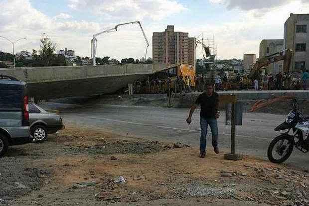Viaduto desabou na �ltima quinta-feira (3) deixando duas pessoas mortas.Cr�dito: Iran Barbosa/EM/D.A Press