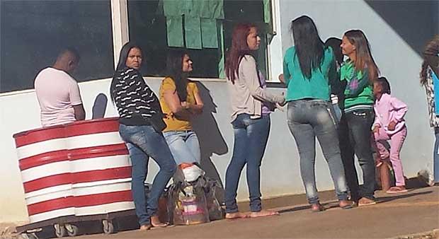 Ingrid, na fila, de camisa amarela. Foto: Wilson Ribeiro/ TV Alterosa/ Reprodu��o do Estado de Minas