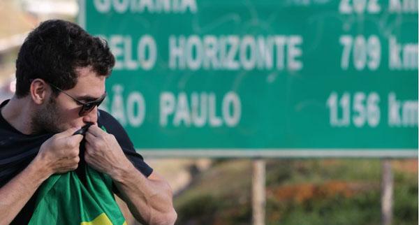 Rafael Mendes aposta na f� para conseguir as entradas. Foto: Daniel Ferreira/CB/D.A. Press